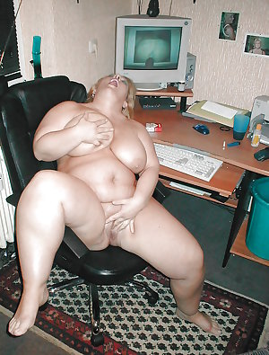 big titted mature-chubby ladies spread their sexy bare legs2